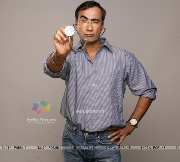 Ranvir Shorey in the movie Tina Ki Chhabi