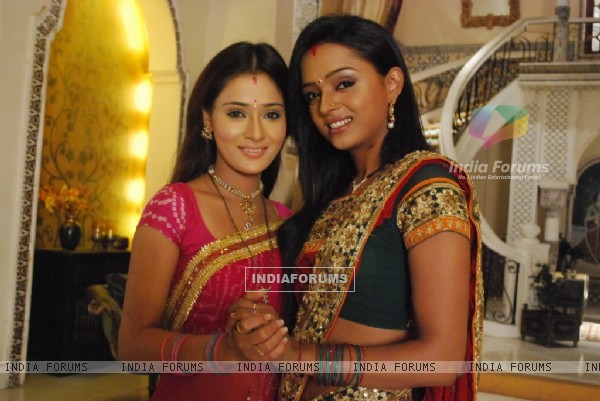 Ragini and Sadhna in tv show Bidaai