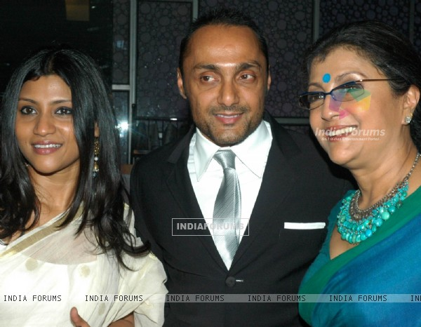 Rahul Bose with Aparna and Konkona