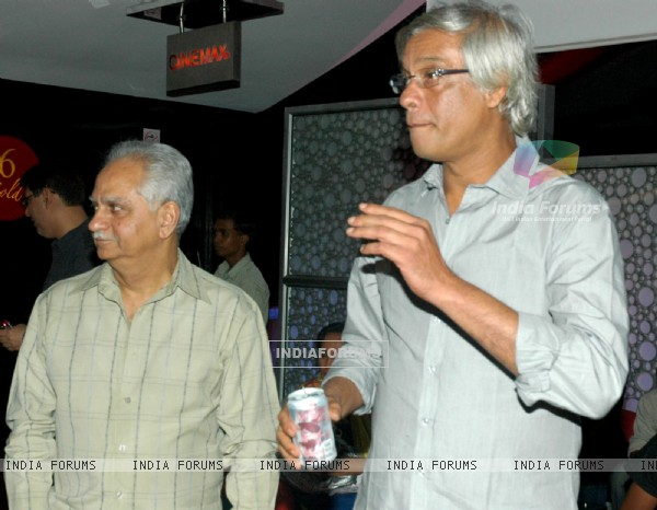 Ramesh Sippy and Sudhir Mishra in the premeire of the movie The Japanese Wife (60027)