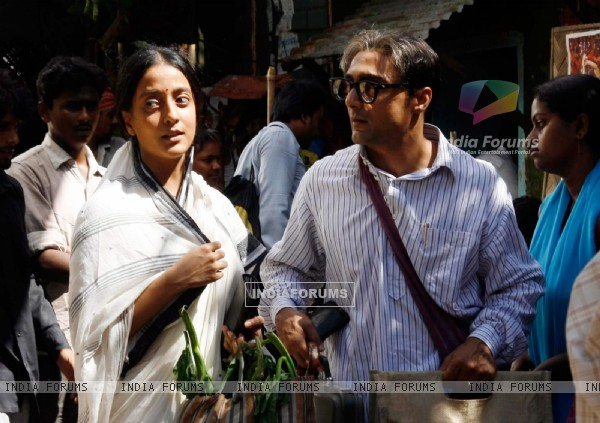 Rahul Bose and Raima Sen in the movie The Japanese Wife (60033)