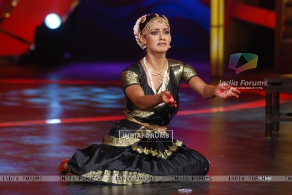 Perfomance by Hazel in tv show Zara Nachke Dikha