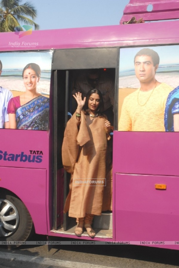 Shabana Azmi waving out of Tata Starbus at the Honeymoon Travels event