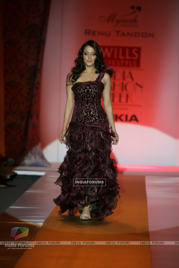 Bollywood actress Raima Sen on the ramp presenting the collection of Renu Tandon at Lakme Fashion Week in Mumbai
