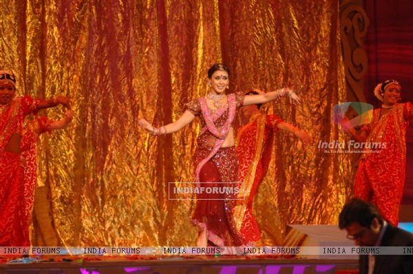 Hrishita Bhatt performing at Zee Cine Awards 2007, Genting Highlands Resort, Malaysia