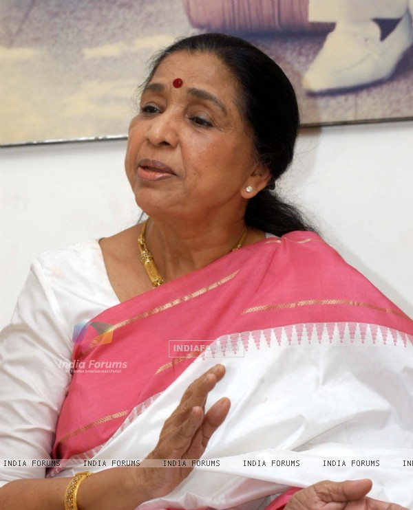 Noted bollywood singer Asha Bhosle at a press conference in Mumbai on friday, april 06 to announce a music concert to held in Pune Asha will perform in Pune after 15 years in a concert ''Aapli Asha Bhosle'' on april 15