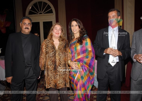Rima and Manoj Jain , shobhaa De with Shailendra Bhandari