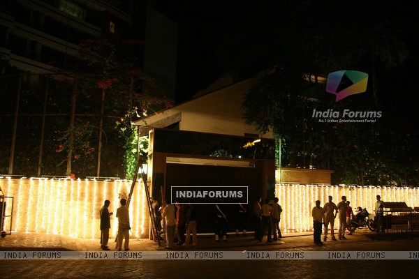Preparations in full swing at Aishwarya Rai and Abhishek Bachchan''s residence