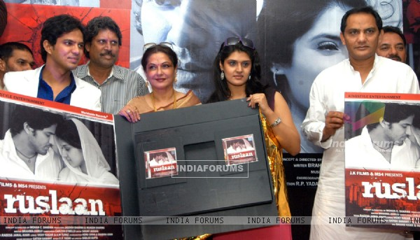 "Rajveer, Moushmi Chatterjee with her daughter Meghaa, Kapil Dev and Azharuddin at the music launch for the film ""Ruslaan"", in New Delhi on Tuesday"