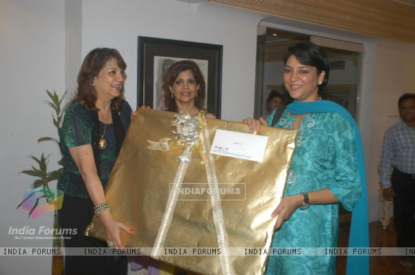 Priya Dutt at Ohm art exhibition at Juhu, in Mumbai