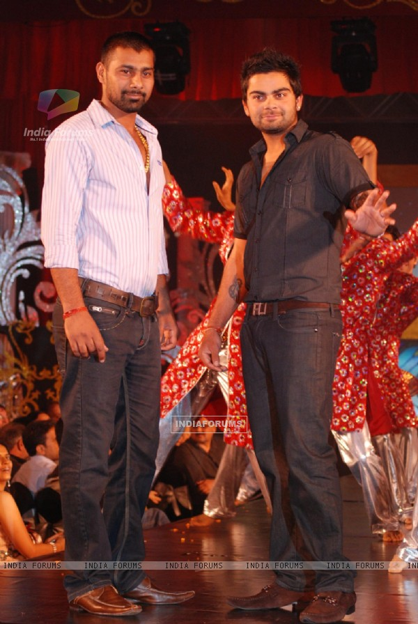 Virat Kohli and Praveen Kumar at Gitanjali 15 Years Celeberations Show in Mumbai