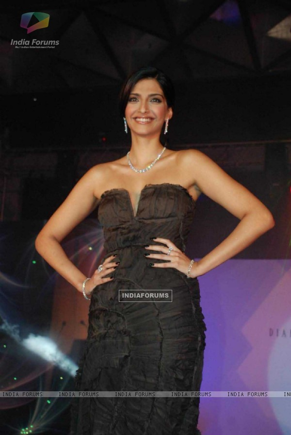 Sonam Kapoor on the ramp at IIJS fashion show, in Mumbai