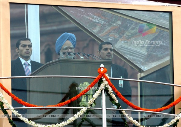 Prime Minister Manmohan Singh addressing to the Nation on 63rd ...