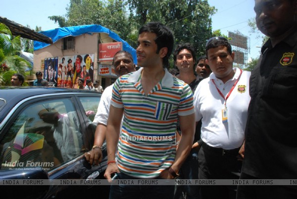 "Tusshar Kapoor to promote her film ""Life Partner"" at Galaxy"