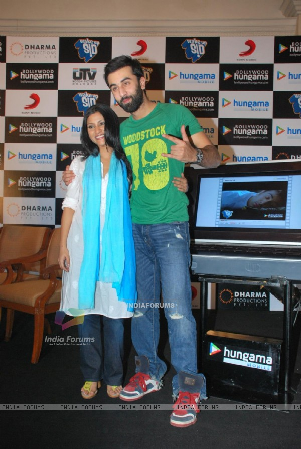 Ranbir Kapoor and Konkona Sen at Wake Up Sid press meet