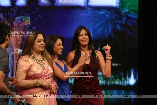 "Sahid Kapur, Kiran Kher, Rani Mukherjee and Sonali Bendre at ""India''s Got Talent"" finals"