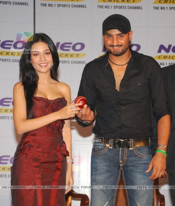 Amrita Rao & Harbhajan Singh pose for pictures at a press conference by Neo Cricket channel to announce the beginning of Cricket season on the channel The season starts from first week of september and continuos till March 2010