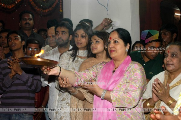 Raj Kundra, Shilpa Shetty and Shamita Shetty with her mother at Andheri Ka Raja Ganpati