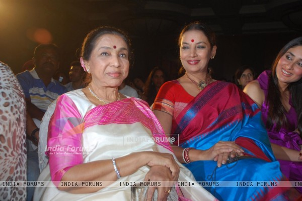 Asha Bhosle,Shabana Azmi and Kareena Kapoor at Bharat n Dorris Awards