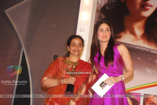 Kareena Kapoor at Bharat n Dorris Awards