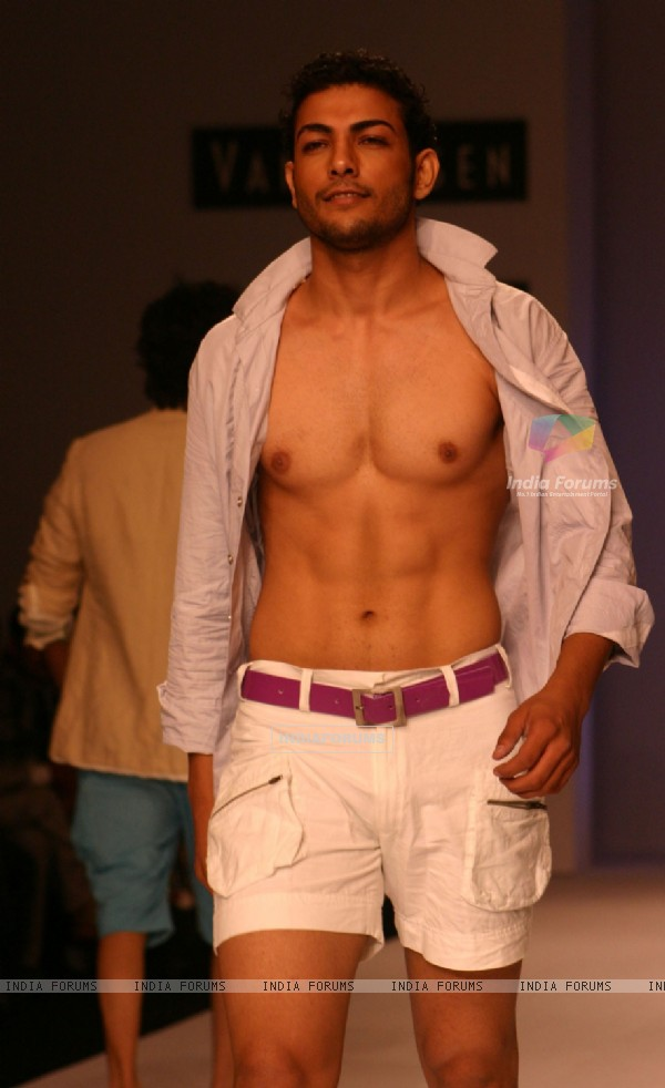 Ashutosh Kaushik on the ramp for Designer Rajvi Mohan at India Mens Week at New Delhi