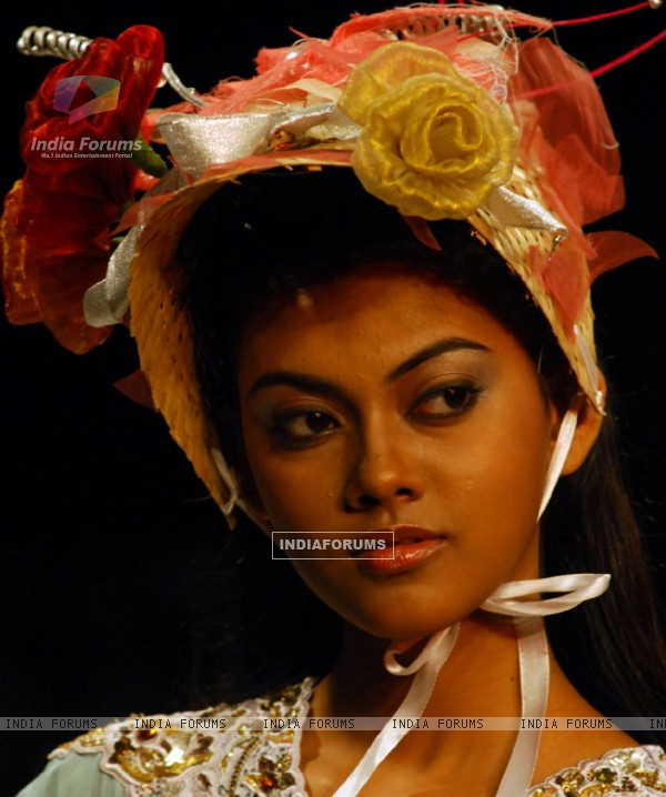 Model at the ramp during the Kolkata Fashion Week in Kolkata on 11th Sep 09