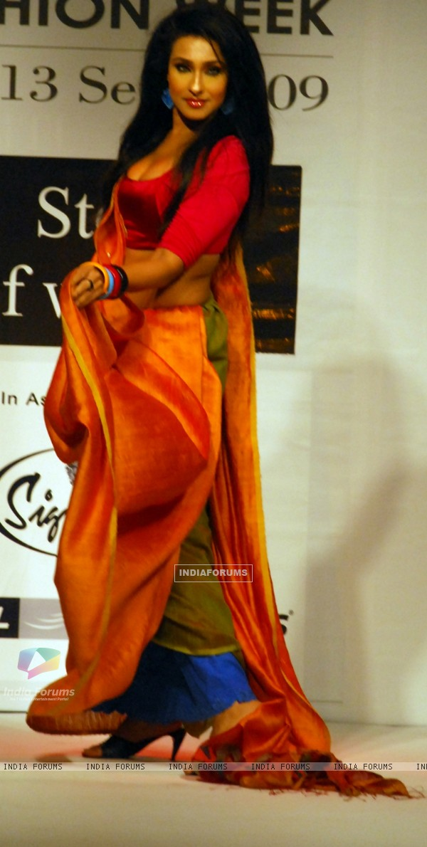 Rituparna Sengupta at the ramp during the Kolkata Fashion Week in Kolkata on 11th Sep 2009
