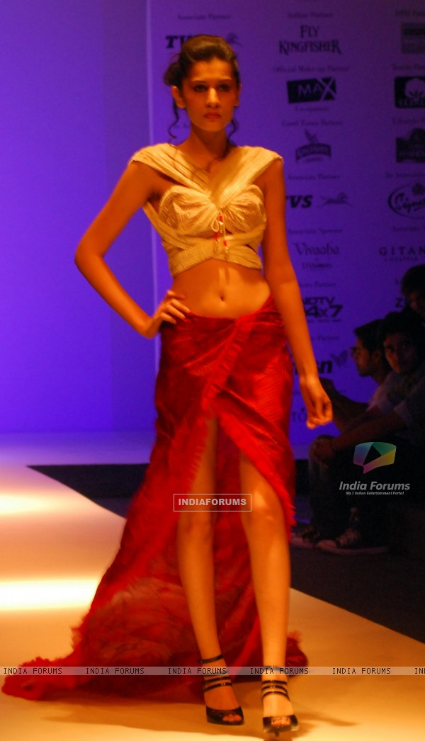 A model at the ramp during the Kolkata Fashion Week in Kolkata on 11th Sep 2009