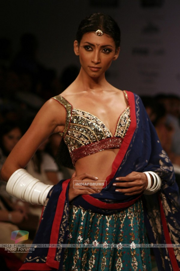 Model display design of Anita Dongre at Kolkata Fashion Week on Sunday 13th Sep 09