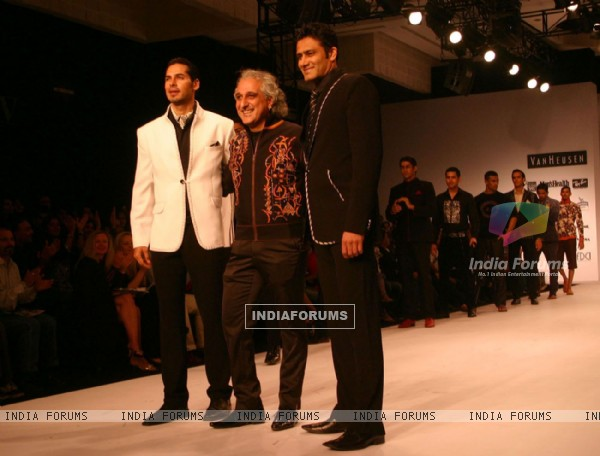 Dino Moria and Anil Kumble at the Designer Manoviraj Khosla show during the Men''s Fashion Week in New Delhi on Friday 11 Sep 2009