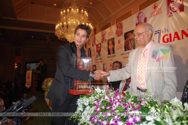 Shahid Kapoor at Giant Awards in Trident