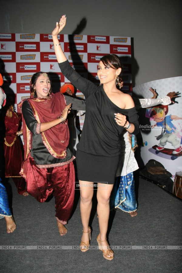 "Rani Mukherjee at R Mall promoting ""Dil Bole Hadippa"" at Ghatkopar"