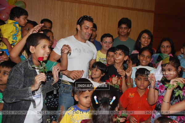 Salman Khan celebrates International Rose day with cancer affected childrens at Hinduja Hospital in Mumbai