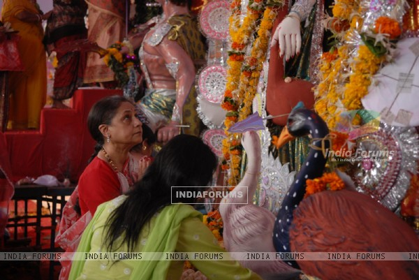 Jaya Bachchan attends last day of Durga Pooja