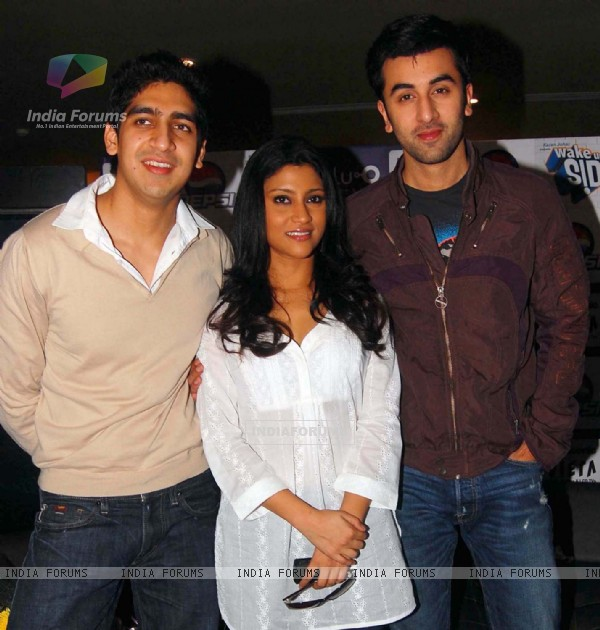 "(From Left-Right) Film Director Ayan Mukherji, actress Konkona Sen & actor Ranbir Kapoor during the press conference of film ""Wake Up Sid"" at PVR Ambience Mall Gurgaon on 29 Sep 09"