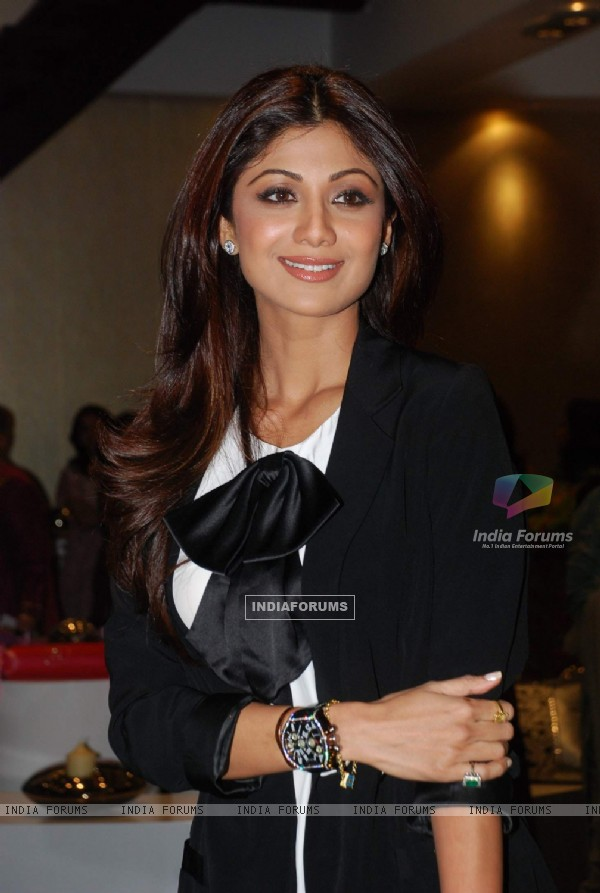 Shilpa Shetty at Vashu Bhagnani''s Honey store launch at Juhu in Mumbai