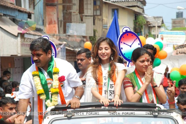Urmila campaigns for Sachin Ahir in Worli [Photo: IANS]