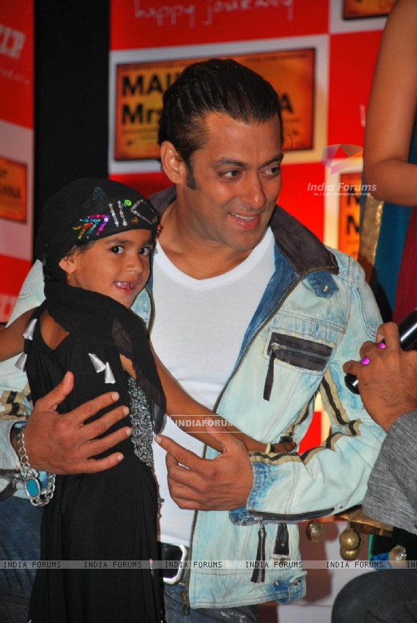Salman Khan at the Main Aur Mrs Khanna VIP Make a Wish foundation event [Photo: IANS]