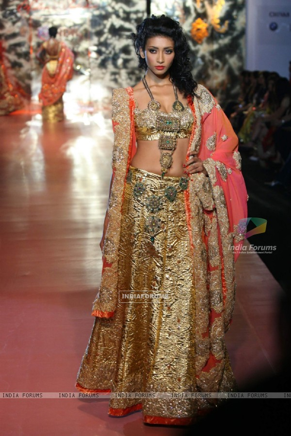 Model walk on the ramp for Pallavi Jaikishan at HDIL India Couture Week on Day 2