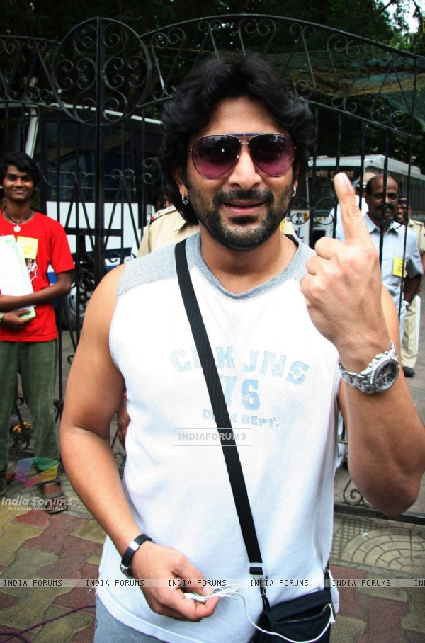 Arshad Warsi pose after casting his votes today for Maharashtra Elections