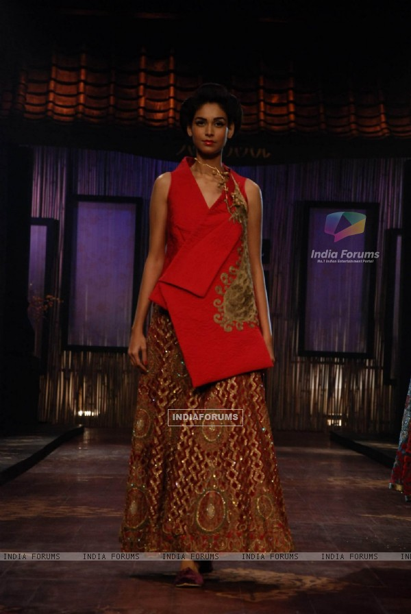 A model showcasing designer Varun Bahl''s creation on the ramp at the HDIL India Couture Week in Mumbai Wednesday night