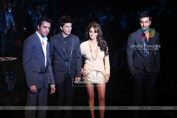 Ranbir Kapoor, Shah Rukh Khan, Gauri Khan and Ranbir Kapoor walks on the ramp for the Karan Johar show