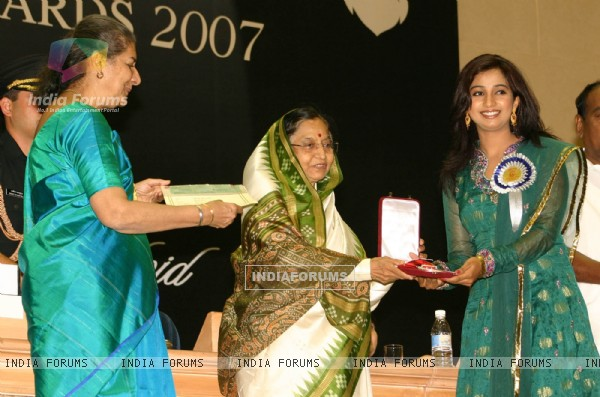 President Pratibha Devi Singh Patil presenting '''' 55th National film award to Shreya Ghoshal at Vigyan Bhawan, in New Delhi on Wednesday, also in photo I and B minister Ambika Soni