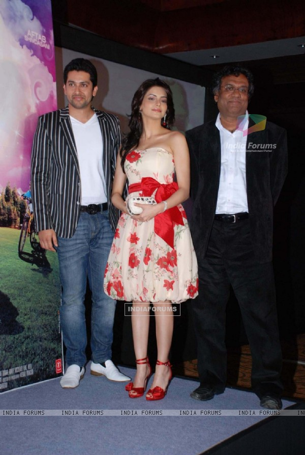 Bollywood Actor Aftab Shivdasani and Aamna Sharif pose for the photographers during the music release of forthcoming film ''Aao Wish Karein'' in Mumbai on Friday, 23 October 2009