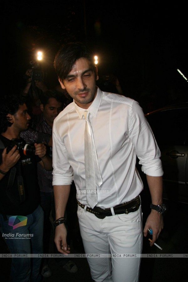 Zayed Khan at Hrithik''s mom Pinky Roshan''s bash at Juhu residence