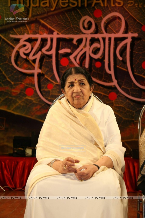 Lata Mangeshkar at 72nd birthday of Hridaymanth Mangeshkar at Ravindra Natya Mandir