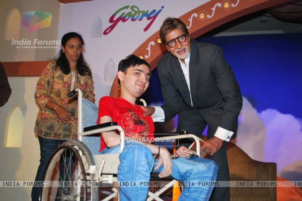 Amitabh Bachchanmet the Aladin-Godrej Contest winners at a gala event held in Mumbai