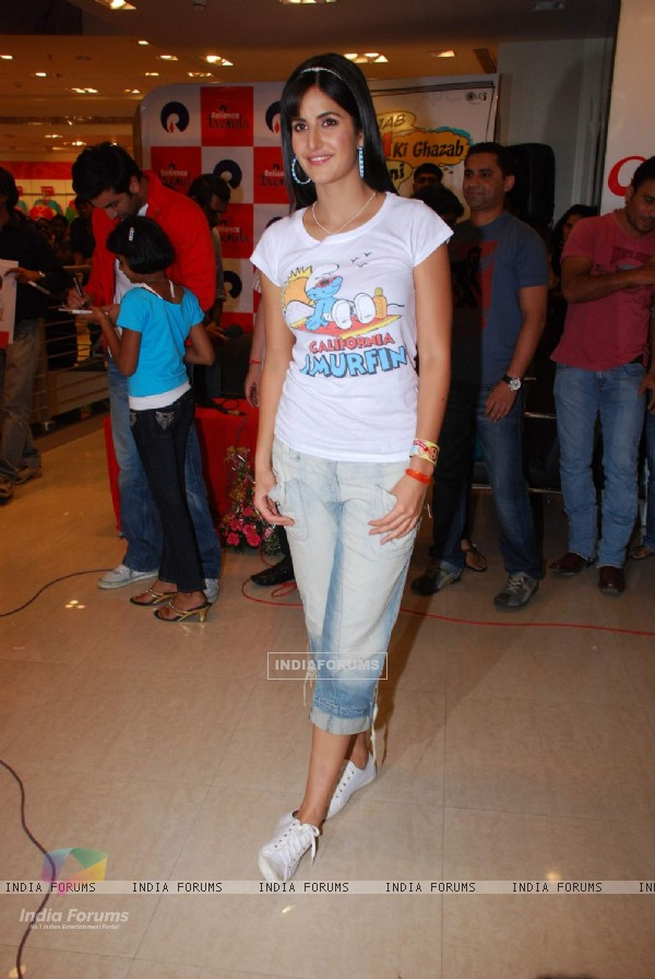 "Katrina Kaif promote her film ""Ajab Prem ki Gazab Kahani"" at Reliance Trends"