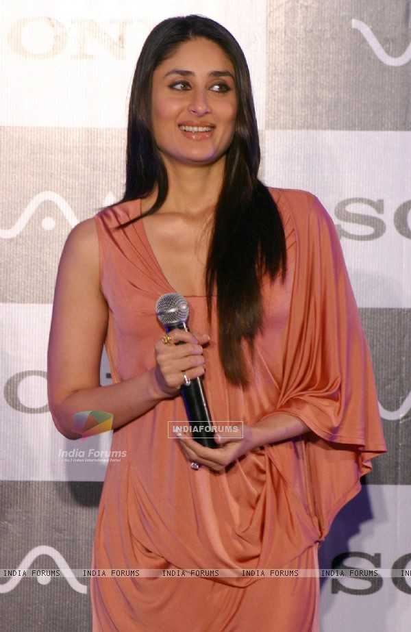 Bollywood star Kareena Kapoor at the launch of Sony''s new notebook ''''Vaio x'''', in New Delhi on Tuesday