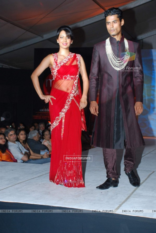 Koena Mitra walk on ramp at the Luxurion show at Grand Hyatt